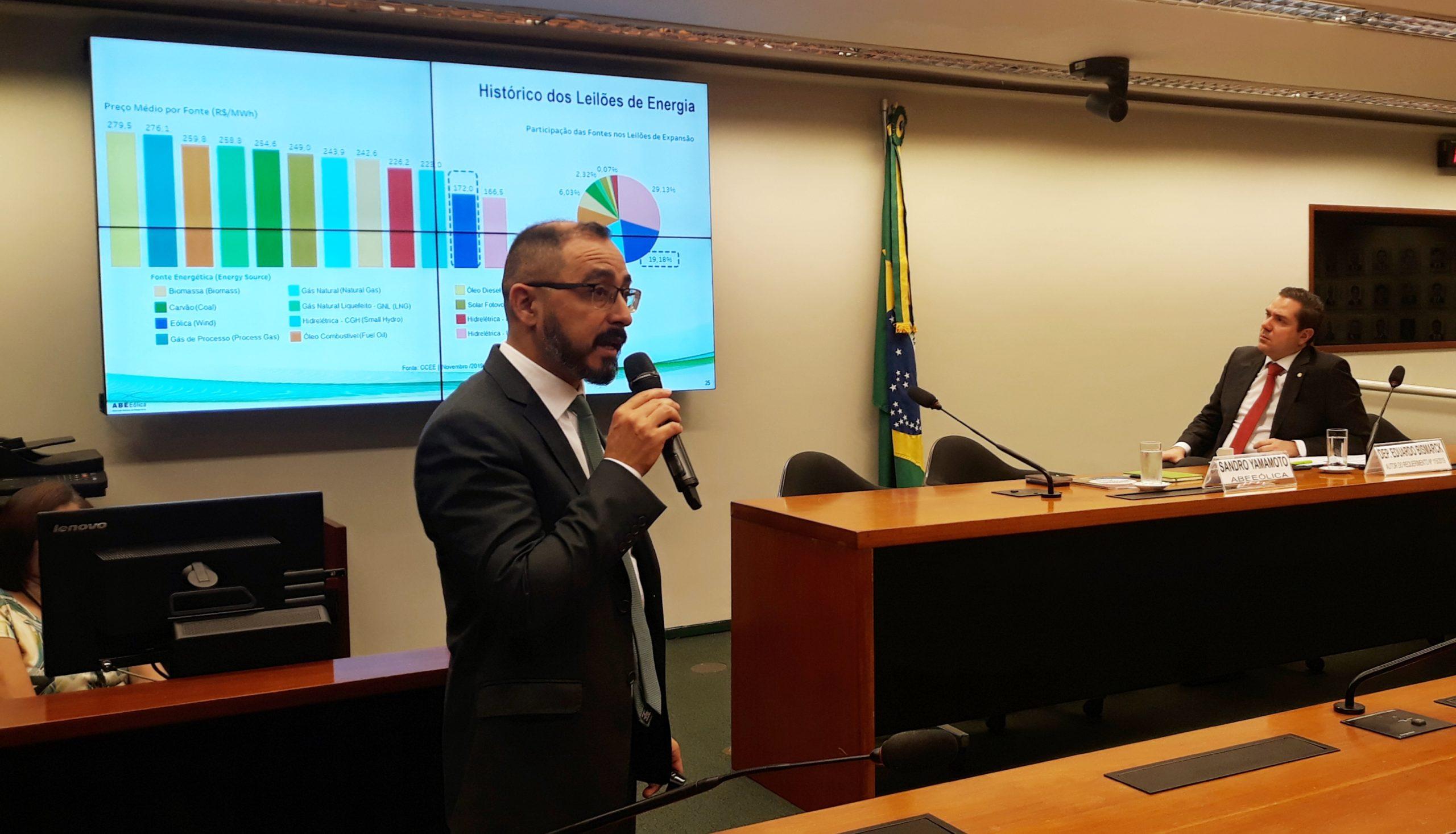 Parlamentares debatem expansão energética no Brasil