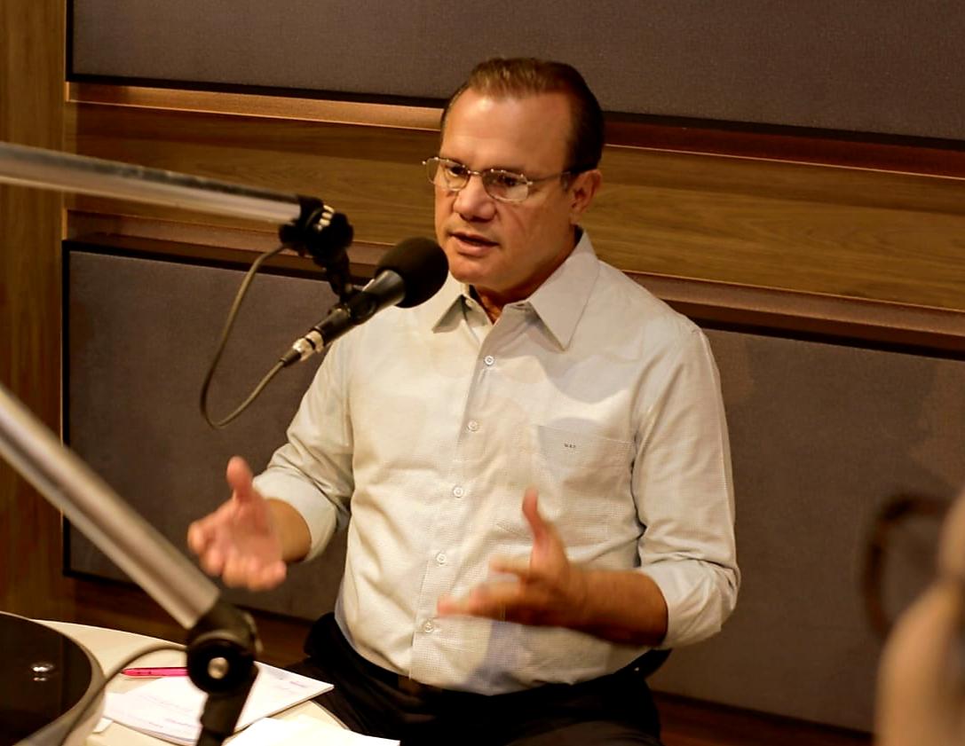 Senador Wellington Fagundes defende conclusão do VLT