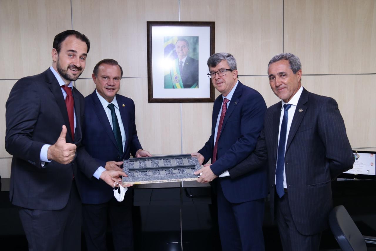 Ferrovia Araguaia à Norte-Sul terão obras iniciadas em abril, segundo a Valec
