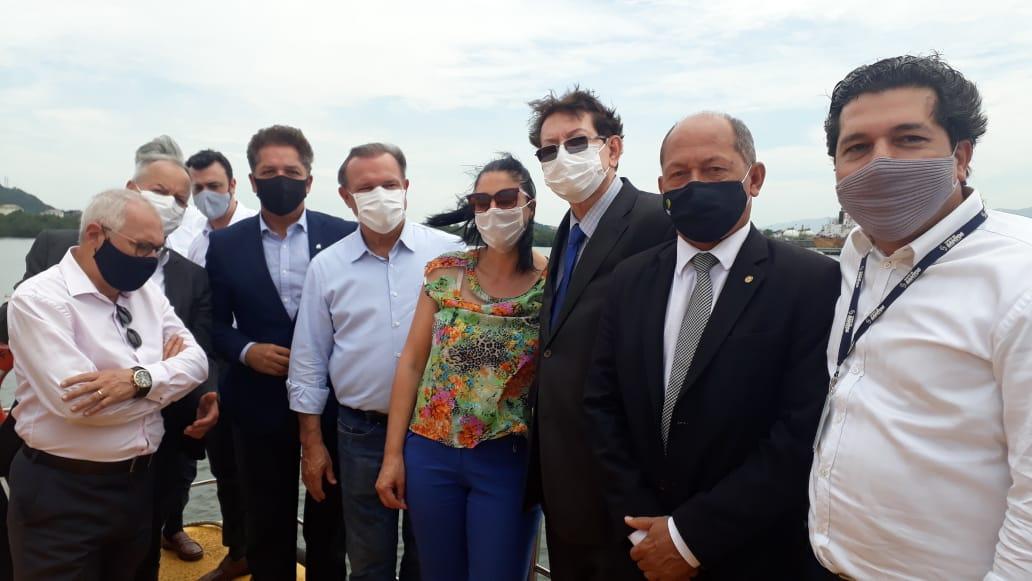 """'Temos que simplificar o Brasil"""", defende Wellington Fagundes em visita ao Porto de Santos"""